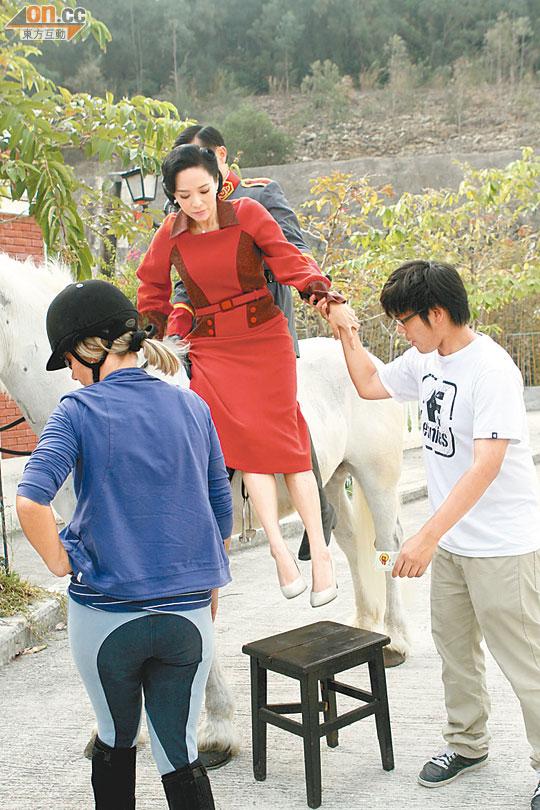 郭羨妮出年再追B - 東方日報