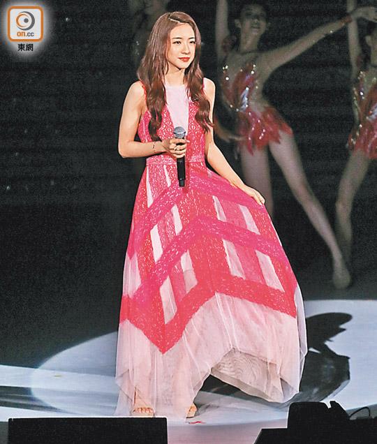 菊梓喬抱病聲沙獻唱 - 東方日報
