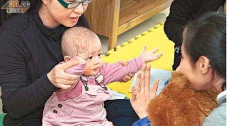 親子解碼法寶嬰兒手語 - 東方日報
