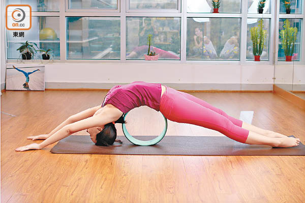 Yoga Wheel拉出健康曲線 - 東方日報