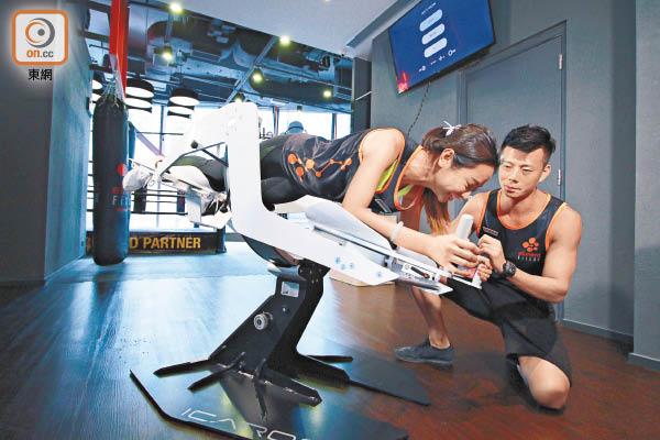 飛常健身 VR操人魚線 - 東方日報