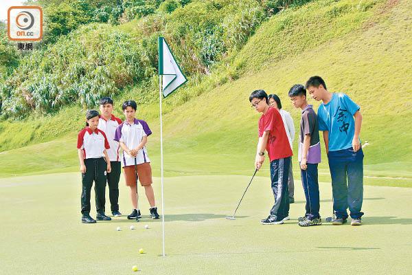 高球體驗 激發中學生正念 - 東方日報