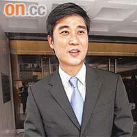 警鴨醜聞 (究竟點解警察會自願比劉定成影相) ? - 每日新聞 - Uwants.com