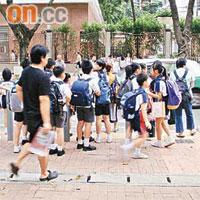 學童過路黑點運署漠視 - 東方日報