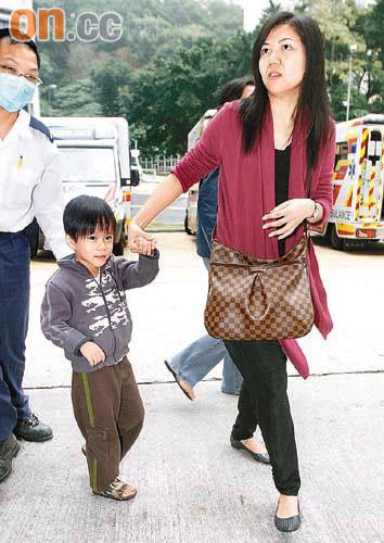 五歲童好奇玩具塞鼻送院 - 東方日報