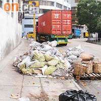 建築廢料亂棄污染街道 - 東方日報