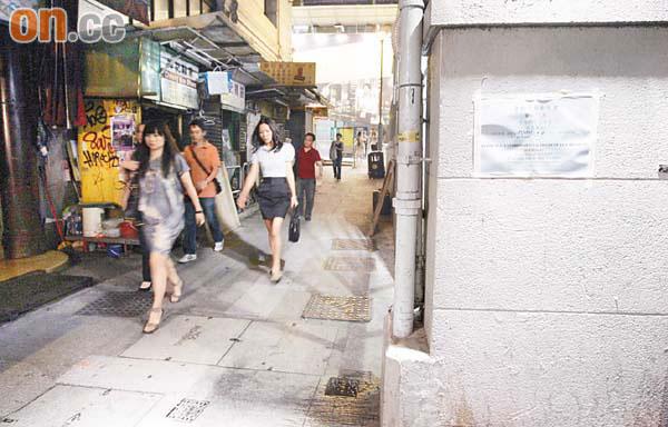 10吋巨鼠噬女遊客 - 東方日報