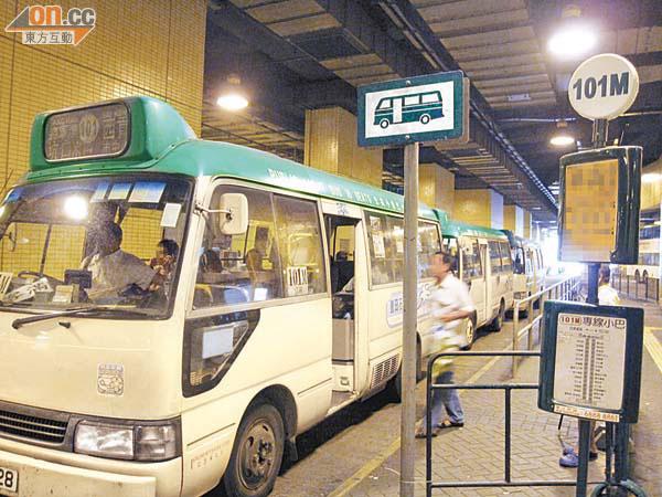 綠巴班次不足市民抱怨 - 東方日報