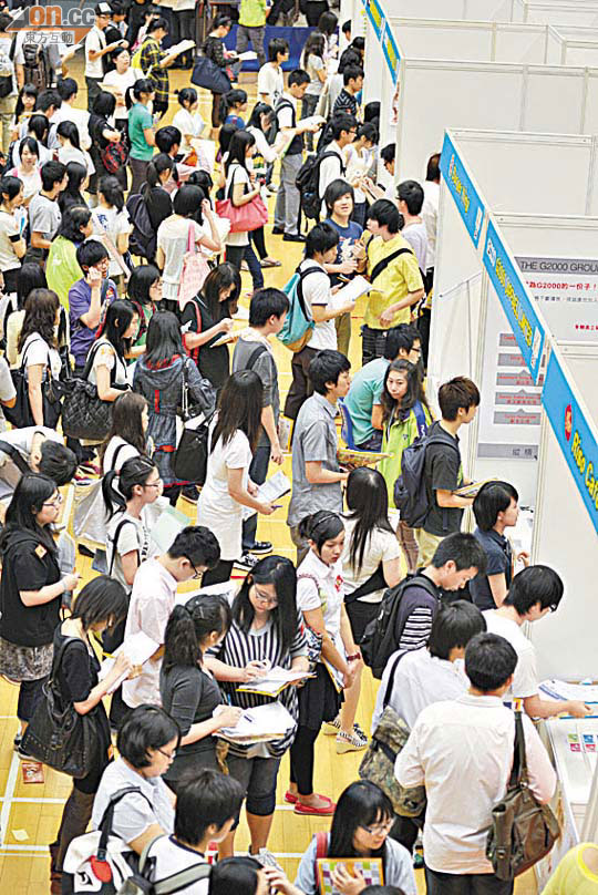 7萬青年失業3000職延一年 - 東方日報