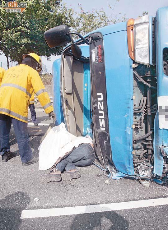 1死6傷車禍癱瘓吐露港 - 東方日報