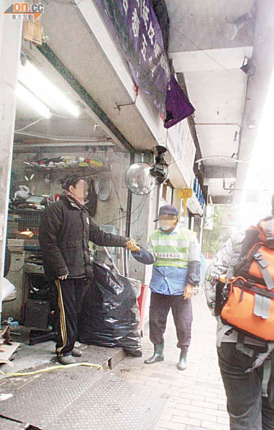 探射燈:食署縱容員工變賣垃圾 - 東方日報