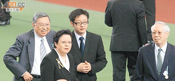 中環出更:母親節禮物 范太難忘收肥豬 - 東方日報