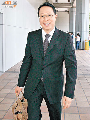 鮑永年為首 組星級律師團 - 東方日報