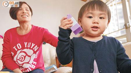 社區保母 支援全職爸媽 - 東方日報