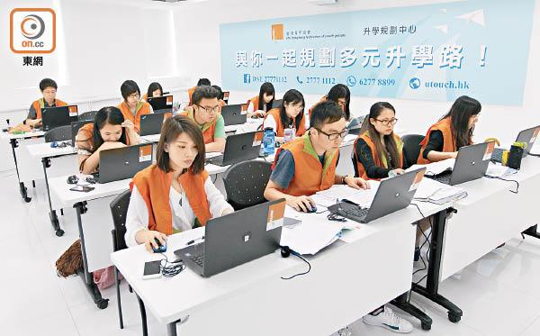 明日放榜「入大學非成敗關鍵」 - 東方日報