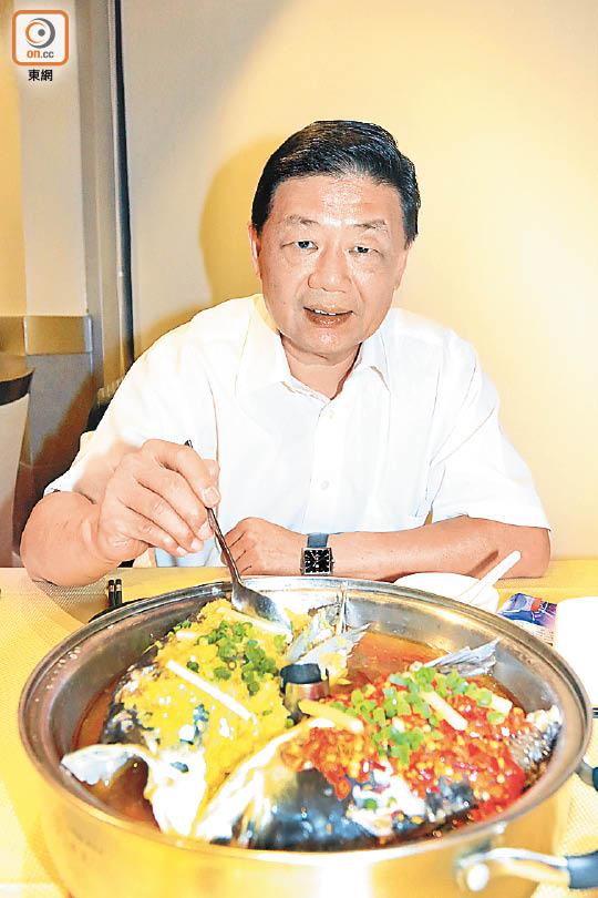 政情:胡曉明食椒 辣親自己 - 東方日報