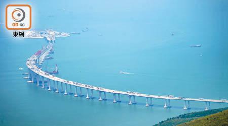 港珠澳橋淡化延誤路署玩數據 - 東方日報