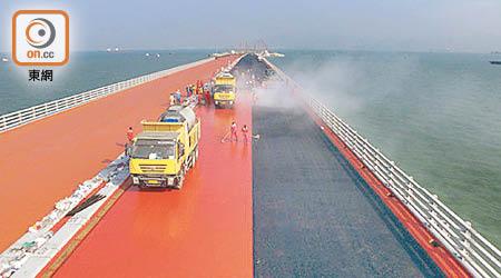 港珠澳橋鋪完1/5橋面 港段無影 - 東方日報