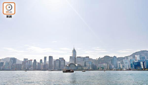 航拍機險撞直升機 維港亂咁飛 民航處懶理 - 東方日報