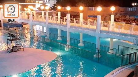 九龍公園泳池加裝鐵馬惹不滿 - 東方日報
