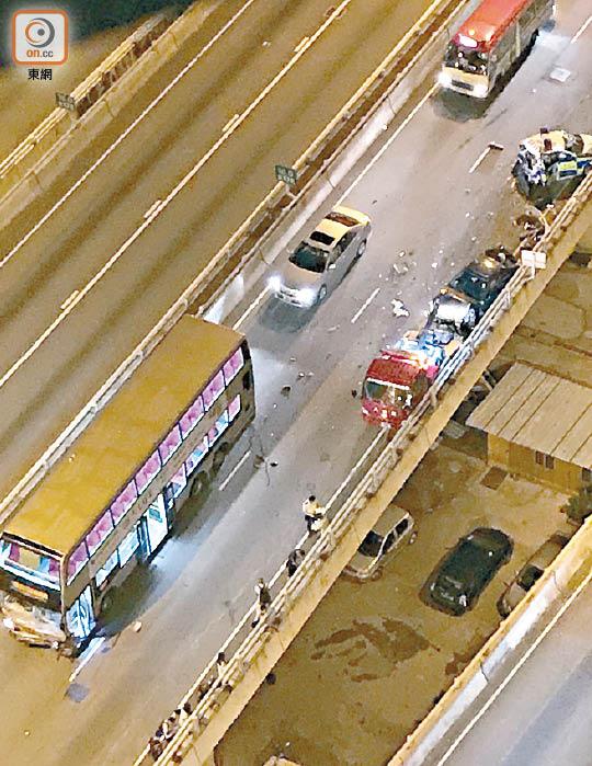 九巴衝入車禍現場 撞飛司機墮橋命危 - 東方日報