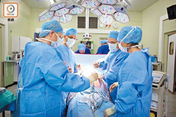 公院掉轉兩身份 累ICU病人洗錯血 - 東方日報