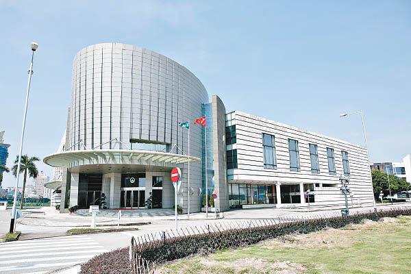 網絡安全法一般性通過 議員憂遭監控洩私隱 - 東方日報