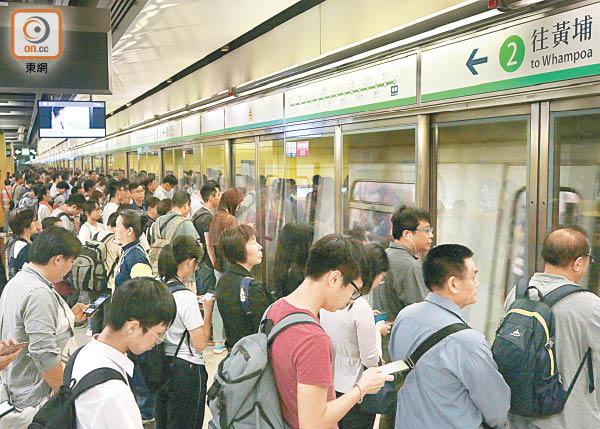 港鐵四線齊冧立會急切質詢 - 東方日報