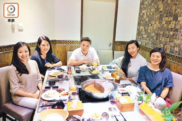 政情:鍾樹根飛起老婆 四女相伴食「鹹蛋糕」 - 東方日報