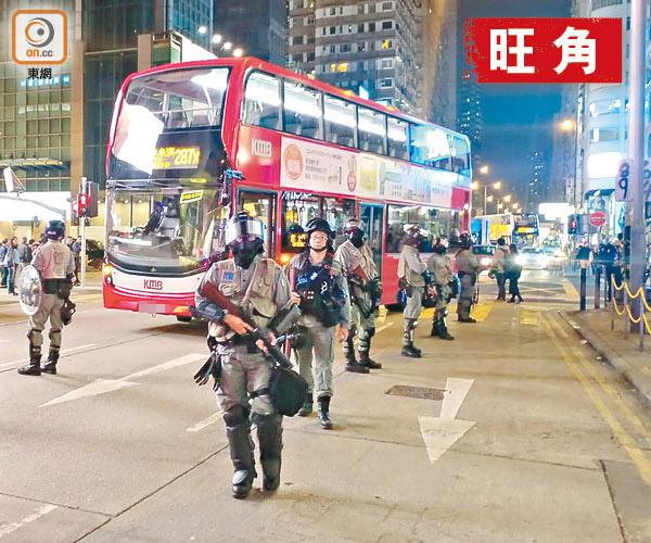 示威者再突襲旺角 煞停巴士炸安全島 - 東方日報