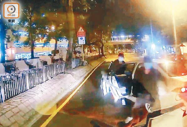 車Cam直擊 兩車五煞夾攻 貨Van亡命突圍 - 東方日報