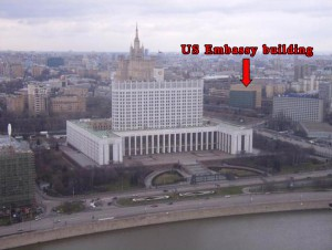The US Embassy in Moscow is located in a close vicinity to the former Russian Parliament complex.