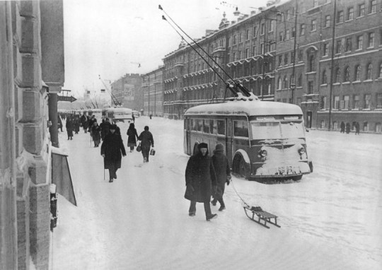 The trolleybuses at standstill on the Nevsky Avenue without electricity supply, December 1941