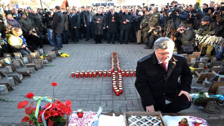 Poroshenko at Heavenly Hundred memorial in 2014