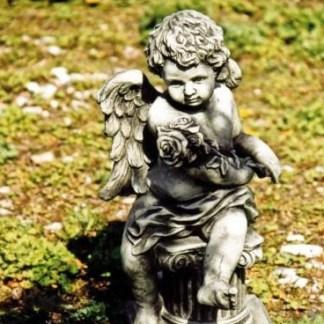 Engel Helison - Engel Helison mit Rosenstrauss aus Steinguss