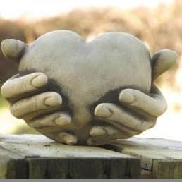 Herzen und Gedenksteine