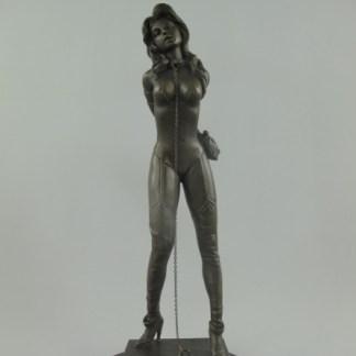 Bronze Figur Lady angekettet 2