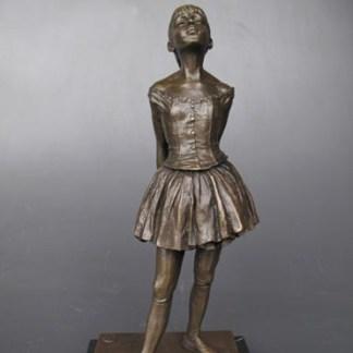 Bronze Figur Frau blickt zum Himmel