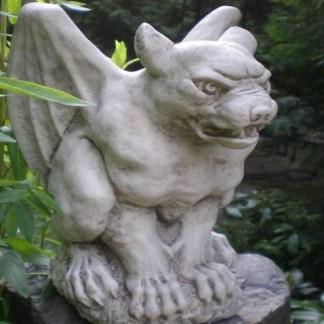 Gargoyle Flydog sitzend_
