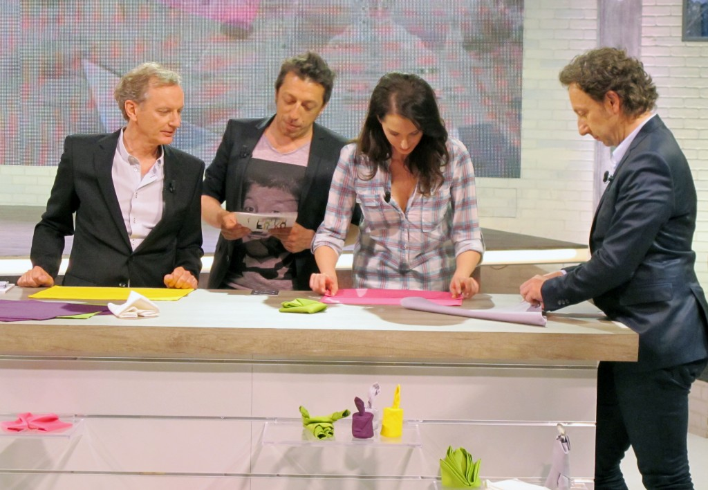 D monstration de pliages de serviettes france 2 emission comment a va bien origami - Comment ca va bien france 2 cuisine ...