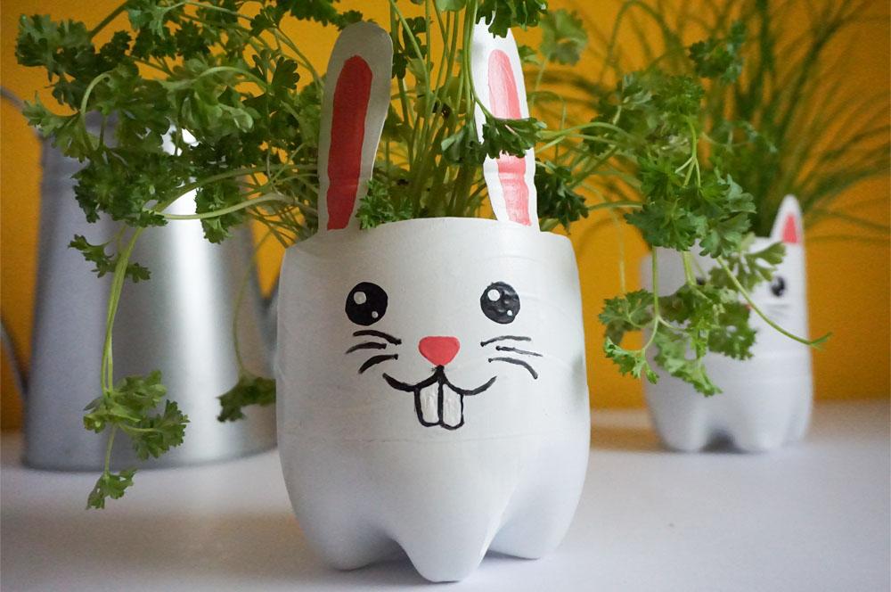 DIY Zrób to sam Doniczka z plastikowej butelki - królik