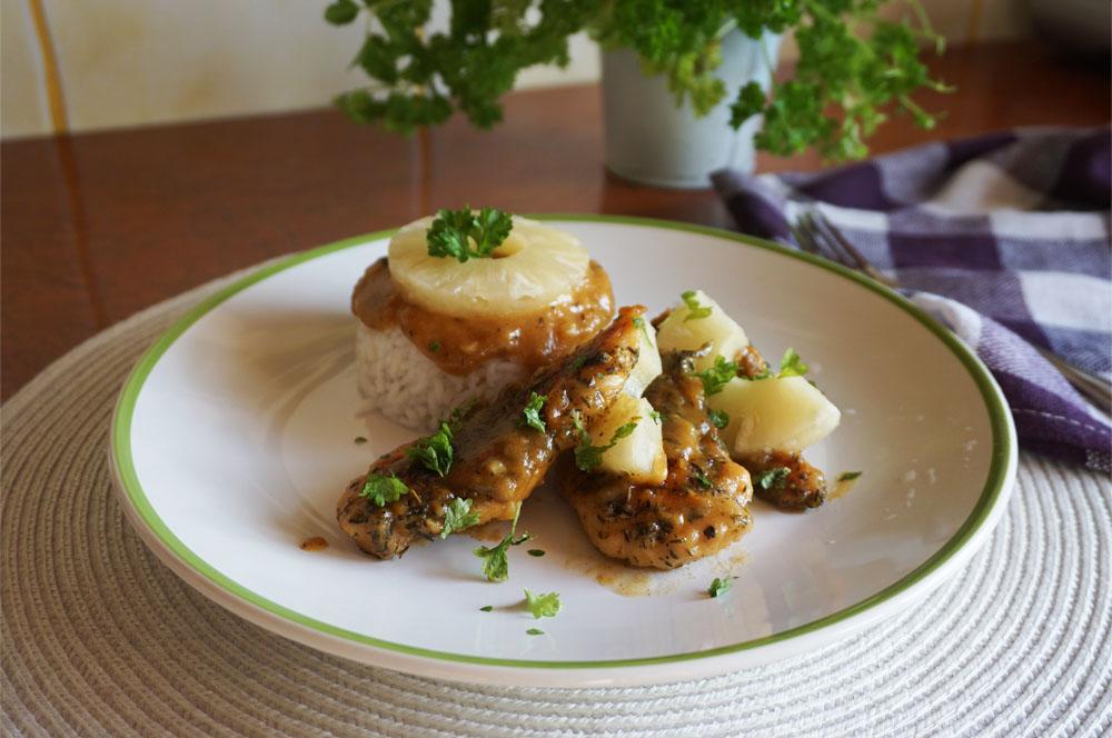 Przepis na filet z kurczaka w sosie ostro-słodkim z ananasem