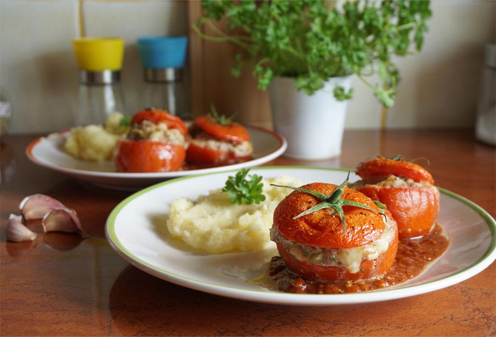 Przepis na faszerowane pomidory i kremowe puree