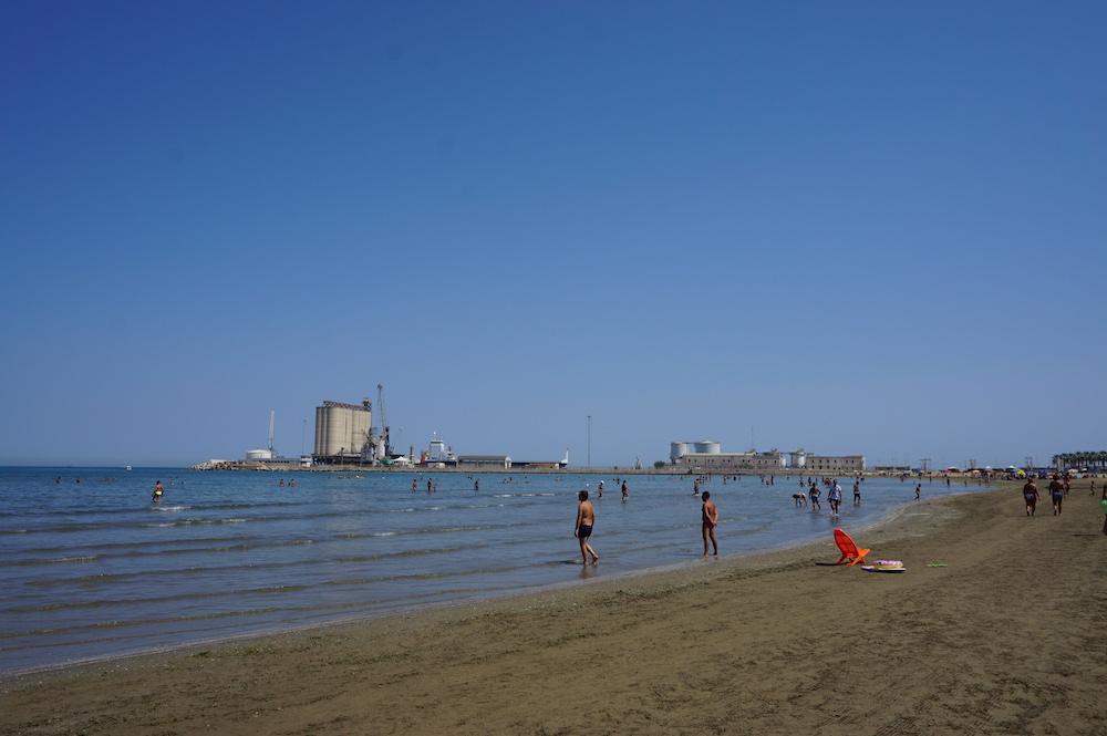 Zwiedzanie Apulii - co warto zobaczyć - plaża Barletta
