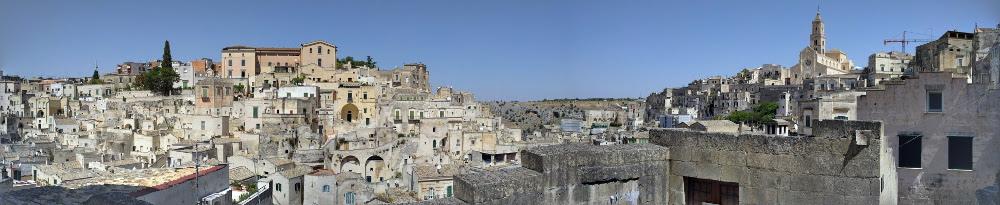 Zwiedzanie Apulii - co warto zwiedzić - Sassi Matera miasto w skale panorama