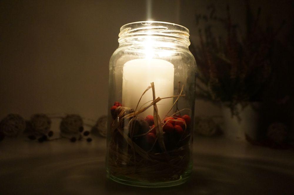 DIY Świecznik z żołędziami i jarzębiną