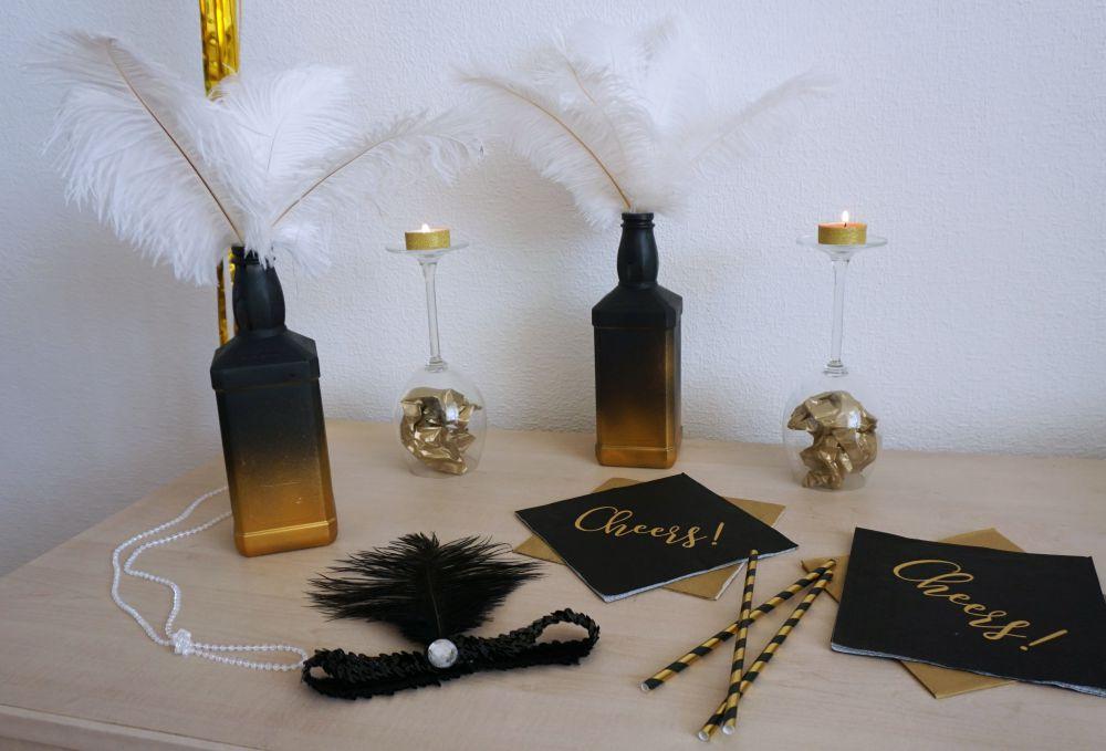 Wieczór panieński Wielki Gatsby, Great Gatsby, DIY czarno-złote wazony ze strusimi piórami