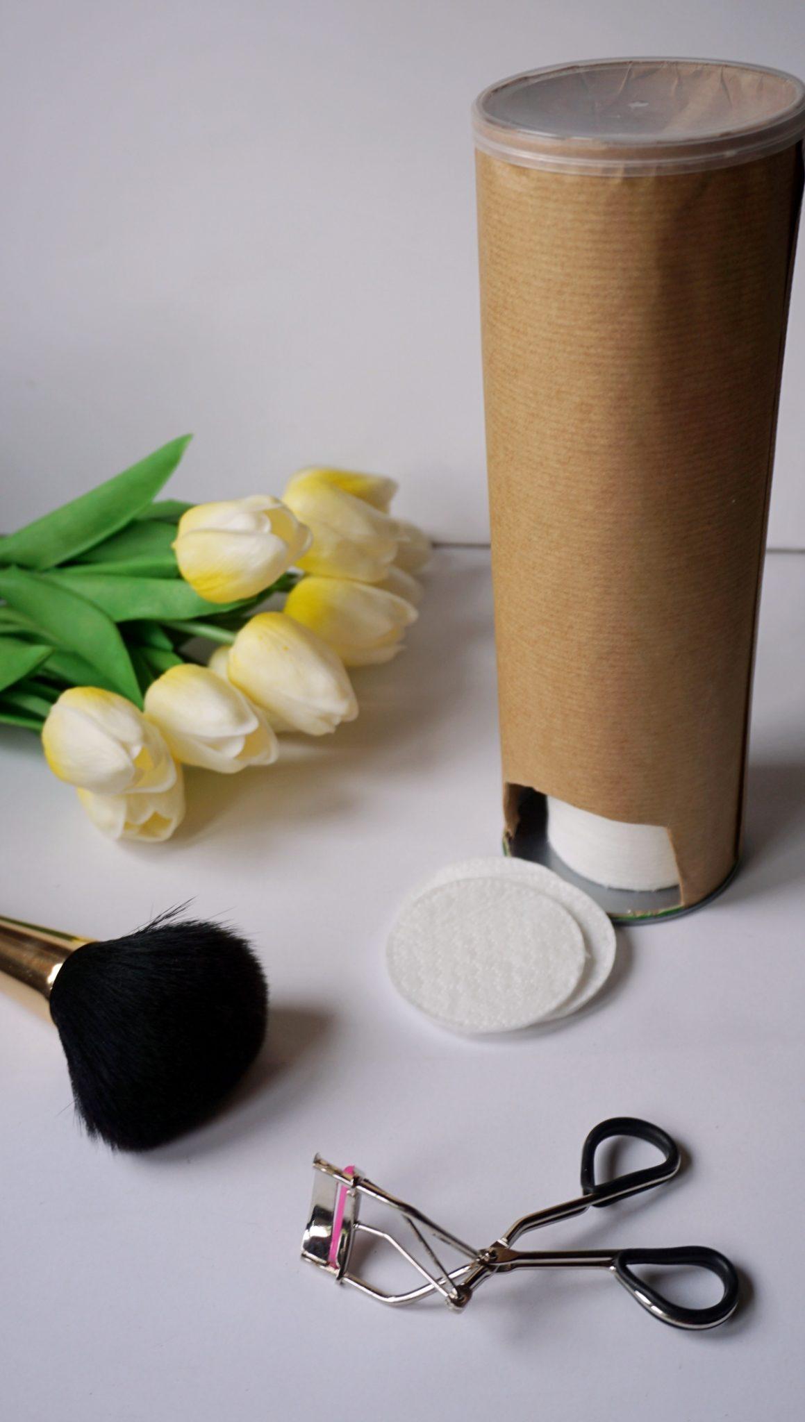 Co zrobić z puszek po Pringles - diy pojemnik na płatki kosmetyczne