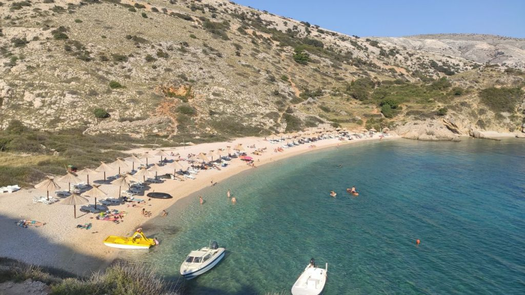 Plaża w zatoce Oprna, Stara Baška, Krk