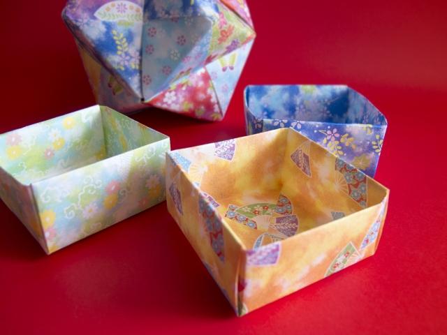 《箱の折り紙》折り方・作り方18選|使いみち色々!小物入れやゴミ箱にも☆